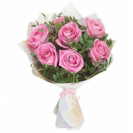 Букет из 7 розовых роз и фисташки