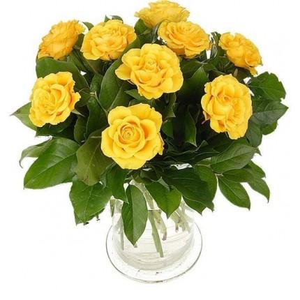 Букет из 9 желтых роз и салала