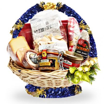 """Подарочная корзина продуктов с икрой """"Новогодний стол"""""""