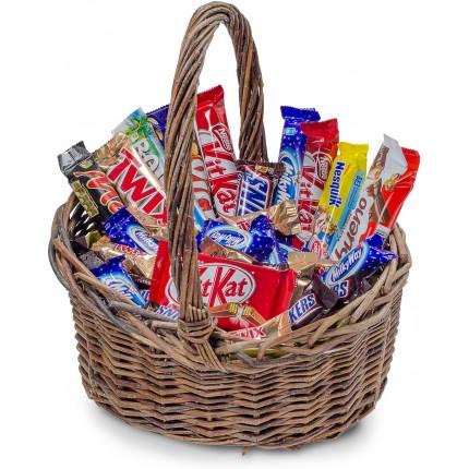 """Подарочная корзина """"Шоколада много не бывает"""""""