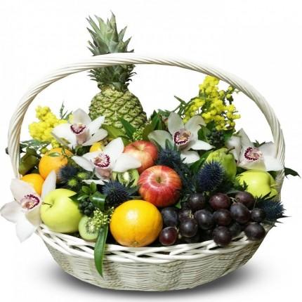 Подарочная корзина с фруктами и цветами №90