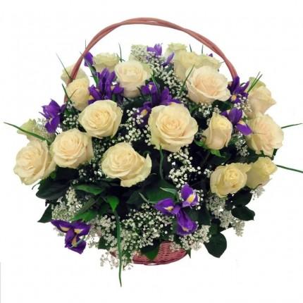 Подарочная корзина с цветами Летний блюз