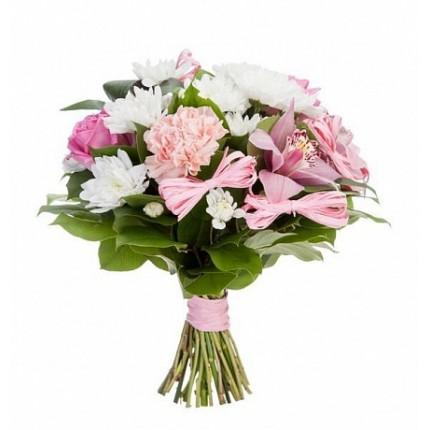 Букет из орхидей, гвоздик и кустовых хризантем
