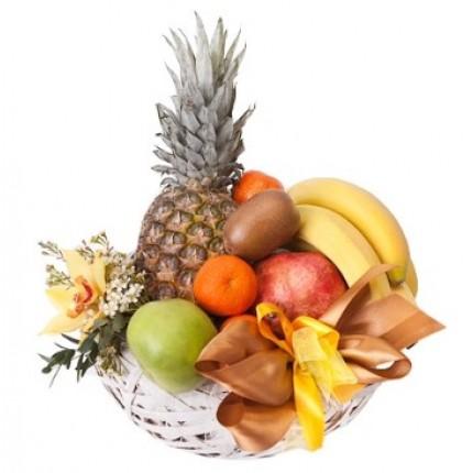 """Корзина фруктов с ананасом """"Искра"""""""
