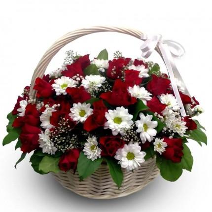 Подарочная корзина с цветами Ласка