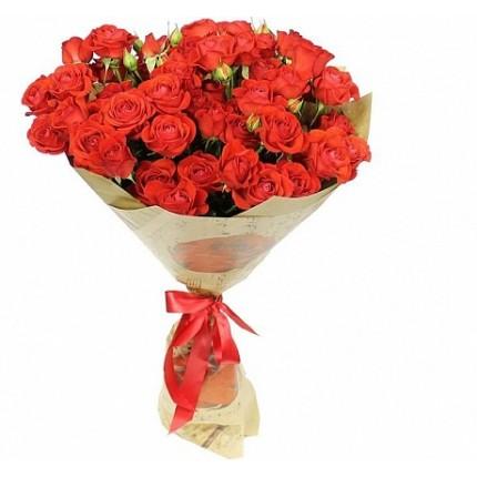 Букет  маленький из 15 красных кустовых роз